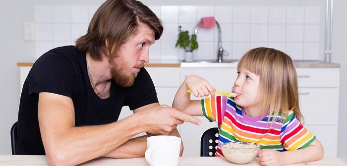 Autoritäre Erziehung: Die Spätfolgen für das Kind ( Foto: Shutterstock-_juninatt )