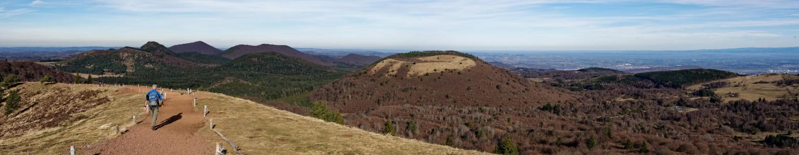 """Die Auvergne-zählt zu ihren besonderen Sehenswürdigkeiten zu recht das Naturschutzgebiet """"Vulcania"""" auf dem Puy-de-Pariou. (#4)"""
