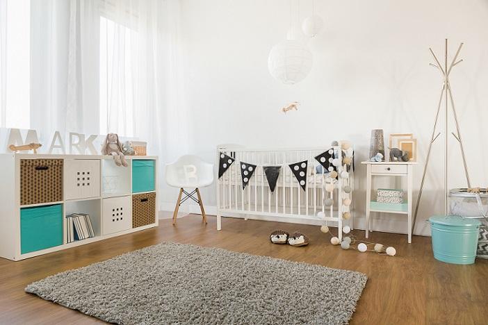 Das erste Kinderzimmer muss nicht teuer sein, dieses hier eigenet sich super für Junge oder Mädchen