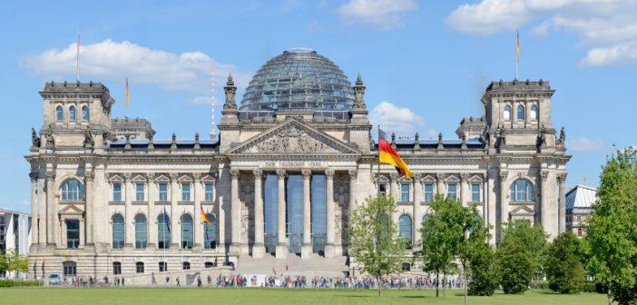 """Während der Berlin-Blockade erlangte das Lied """"Die Gedanken sind frei"""" erneut Berühmtheit und wurde zum Fanal für den Widerstandswillen der freien Bürger Berlins gegen den Druck des diktatorischen Sowjet-Regimes in der angrenzenden DDR. (#1)"""