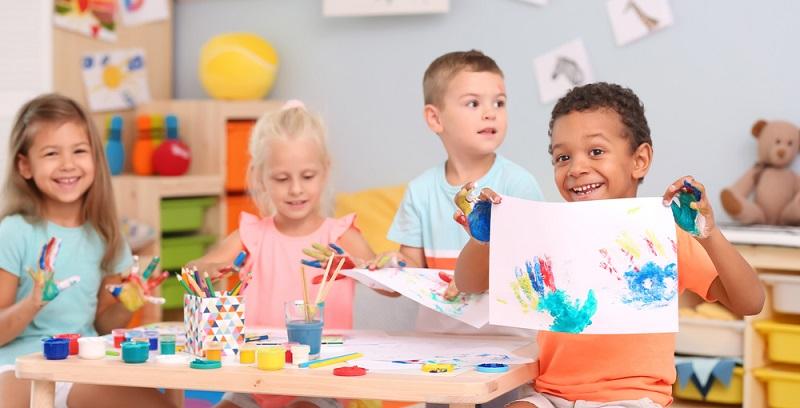 Es gibt kaum Kinder, die nicht gern kreativ tätig sein wollen, daher ist es eine Sache der Kita, den ästhetischen Sinn der Kleinen zu fördern.