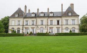 Das Château d'YGrande ist heutzutage ein Hotel. Wo geruhen euer Majestät zu nächtigen? En Auvergne, naturellement! (#2)