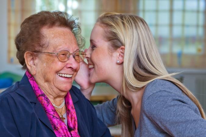 Wer in jungen Jahren die Grundsteine legt, ist auch später, wenn die Enkelkinder schon groß sind, ein wichtiger Ansprechpartner. Die coole Oma hilft bei Auseinandersetzungen mit den Eltern, ist Vermittler, oder hört einfach nur zu. (#3)