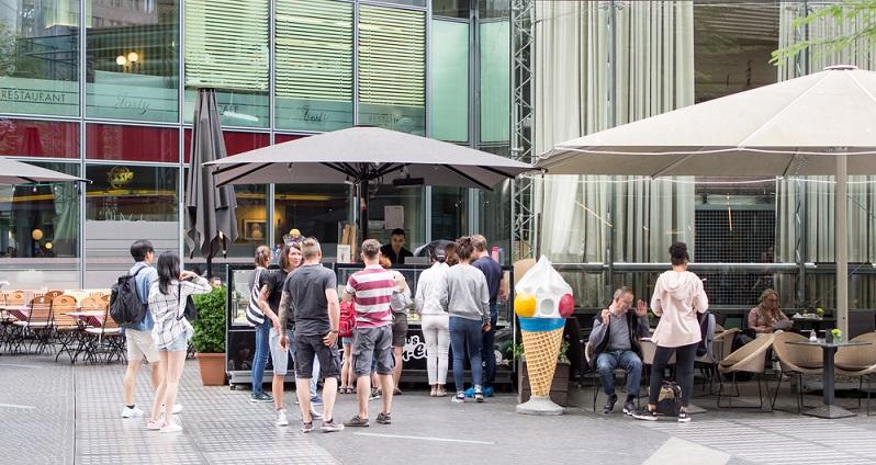 Die Eis-Hauptstadt von Deutschland ist eindeutig Berlin: Hier gibt es über 500 Eisdielen, sodass einem die Wahl schwer fällt. In Berlin befindet sich auch eine der besten Eisdielen Deutschlands, das Cafe e Gelato am Potsdamer Platz. (#04)
