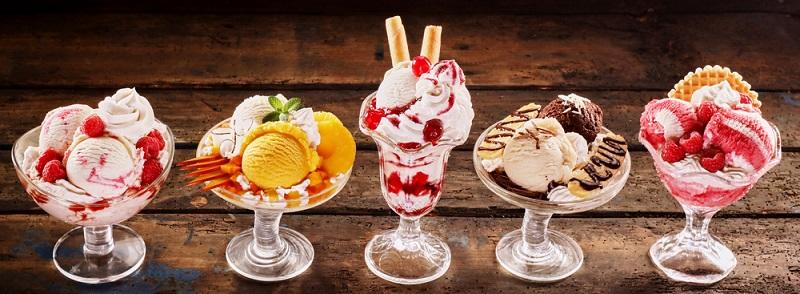 Zu den beliebtesten Eissorten der Deutschen gehören die Klassiker Schokolade und Vanille. Auch Erdbeere und Haselnuss reihen sich bei den Favoriten ein. Danach wird es allmählich exotisch. (#06)