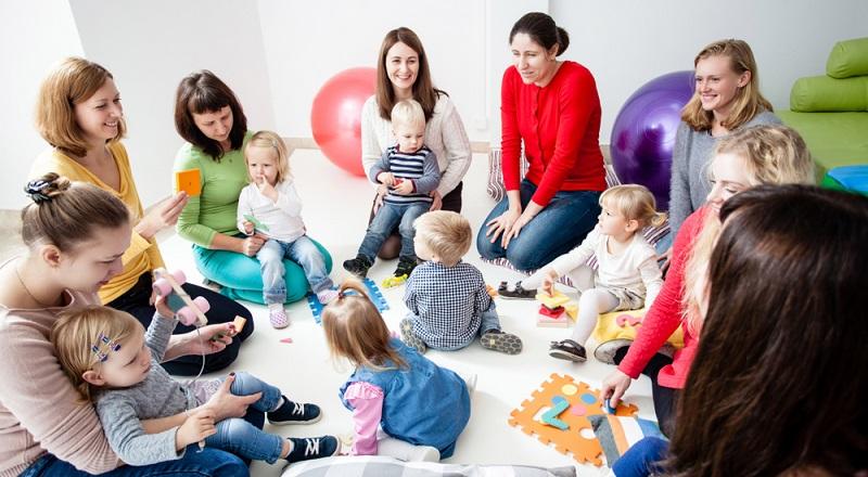 Weitaus mehr Chancen als das bloße Hoffen haben die Elternteile, die sich in den Elternbeirat wählen lassen, denn sie können zwischen Kindern und Erziehern vermitteln.