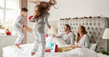 Das Elternbett kindersicher machen