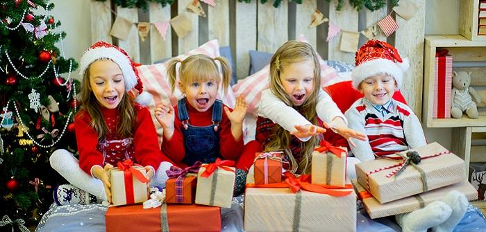 Gab es früher zu Weihnachten oder auch zum Geburtstag nur wenige und vor allem kleinere Geschenke, überbieten sich heute Eltern, Großeltern und Verwandte förmlich darin, dem Kind oder den Kindern eine Freude zu bereiten.
