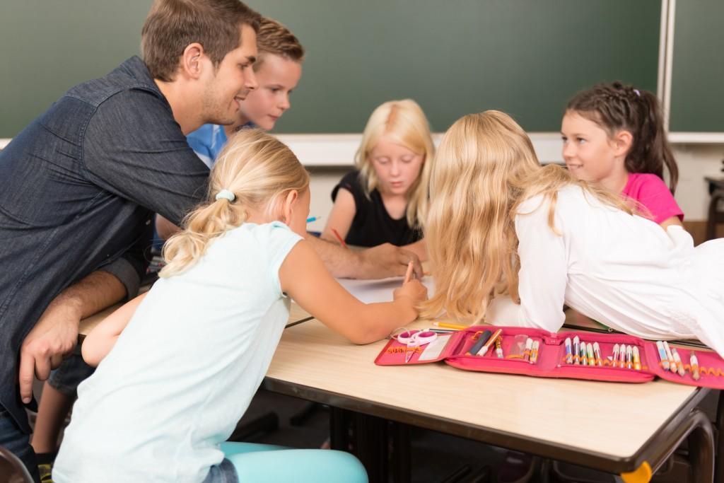 Gruppenarbeit ist viel beliebter bei den Schülern. Kaum ist das Projekt begonnen, sprudeln nur so die Ideen. (#02)