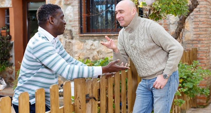 Auch der Kontakt zu den Nachbarn spielt eine wichtige Rolle. Wenn Sie eine Wohnung kaufen, laufen Sie den Nachbarn immer wieder über den Weg.