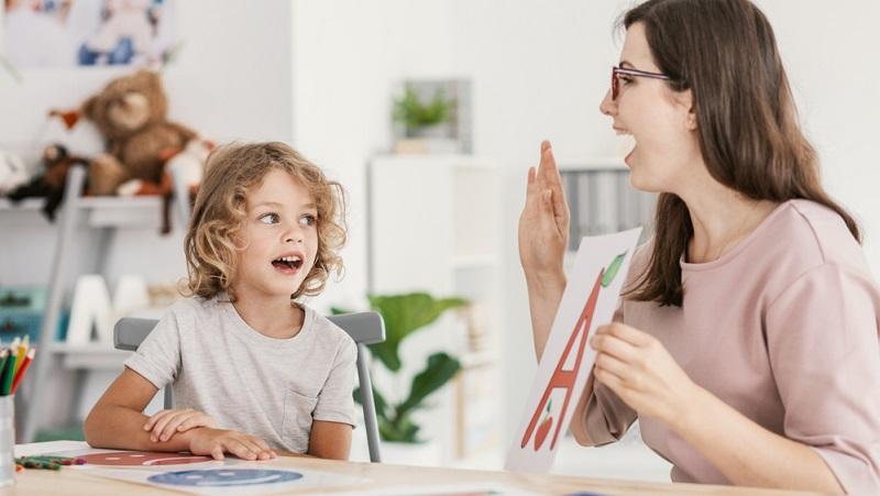Die Unterbringung in der Kita oder Tagespflege mit integrativem Hintergrund ist meist wesentlich teurer als ein normaler Kindergartenplatz. Der Grund liegt vor allem in den höheren Personalkosten