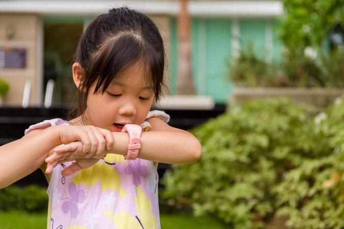 Ganz einfach können ihre Kinder über das Handgelenk mit Ihnen - den Eltern - komminizieren. Wie das geht? Mit einer GPS Uhr (Smartwatch) für Kinder ist das problemlos möglich, auch wenn man sich an den Anblick vielleicht noch ein bisschen gewöhnen muss. (#1)
