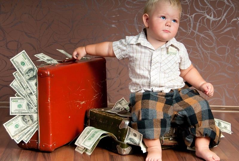 Die Kindergeld Höhe hat sich in den letzten Jahren immer wieder verändert. Daher ist es kaum verwunderlich, dass Eltern sich die Frage stellen, wie hoch der monatliche Betrag eigentlich ist, der ihnen zusteht. Da ist Aufklärung gefragt.(#01)