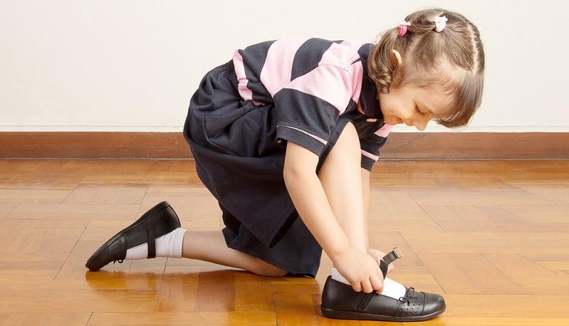 Teure Lederschuhe sind nicht zwingend die erste Wahl, wenn es darum geht, Kinderschuhe kaufen zu wollen. Leder ist zwar schön weich, muss aber gut gepflegt werden. (#02)