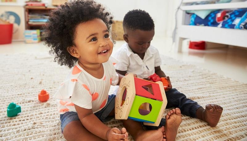 Wenn Sie in dem glücklichen Umstand leben, ein zusätzliches Zimmer für Ihr Kind zu haben, das Sie als Spielzimmer einrichten können, sollten Sie das unbedingt nutzen. (#01)
