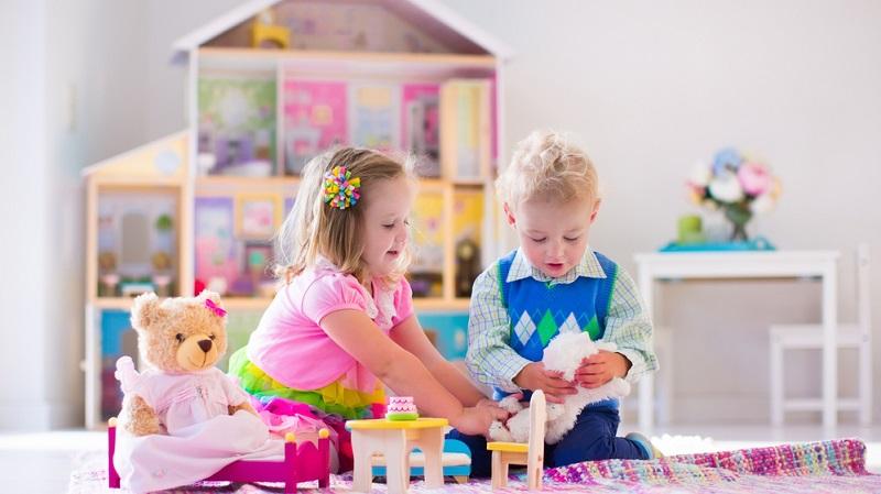 Beachten Sie nicht nur das Alter der Kinder, die im Spielzimmer aktiv sein werden, sondern auch deren Anzahl.