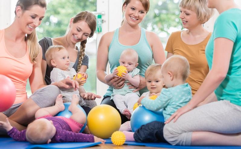 Auch nach dem ersten Geburtstag gehört das wöchentliche Treffen mit der Krabbelgruppe für die meisten Kleinkinder zu den liebsten Terminen.