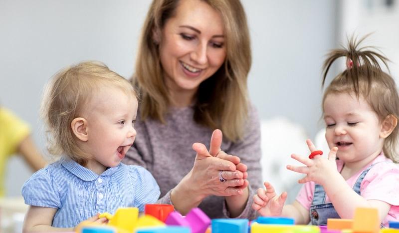 Kinder lernen spielerisch und deshalb ist Spielen so wichtig und sollte täglich gefördert werden.