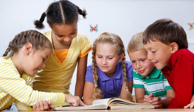 Hinzu kommt, dass vor allem Kinderbücher durch ihre Story eine Botschaft vermitteln wollen: Wie man sich gegenüber seinen Mitmenschen verhält, Fairness, Freundschaft, Ehrlichkeit und so weiter. (#01)