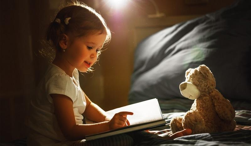 Je selbstverständlicher Lesen für ein Kind ist, desto weniger Hemmungen wird es vor einem Buch haben – ganz gleich wie dick es ist, wie wenig Bilder es enthält oder wie klein die Schrift sein mag. (#02)