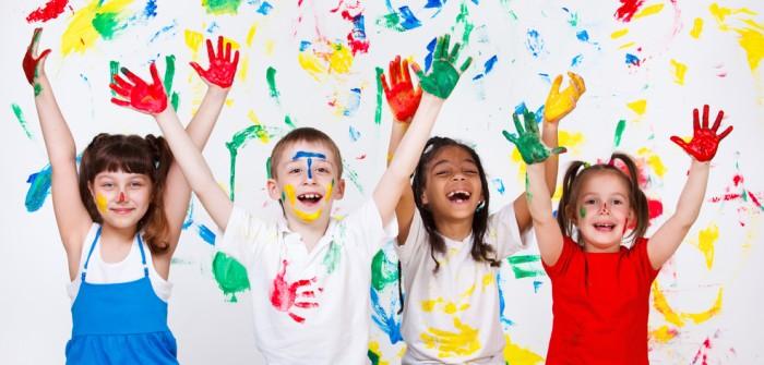 Malen mit Kindern: spielerische Förderung der kognitiven und motorischen Fähigkeiten
