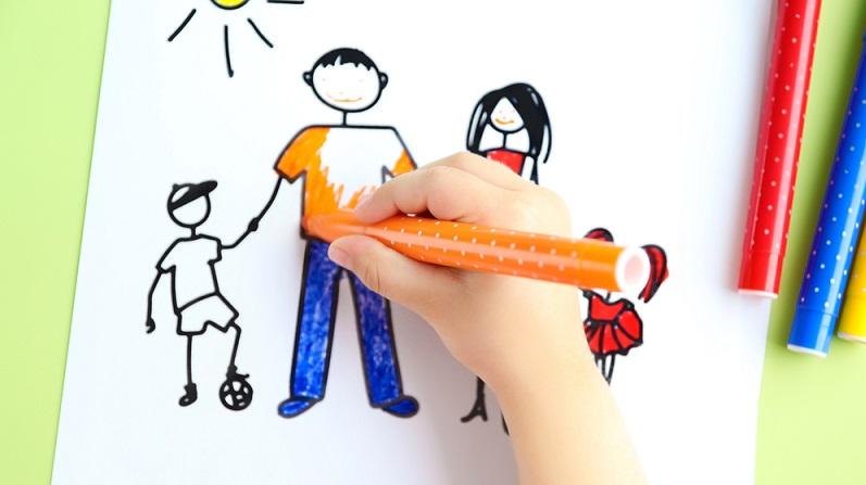 Kreative Kinder möchten unterwegs vielleicht malen oder basteln. (#02)