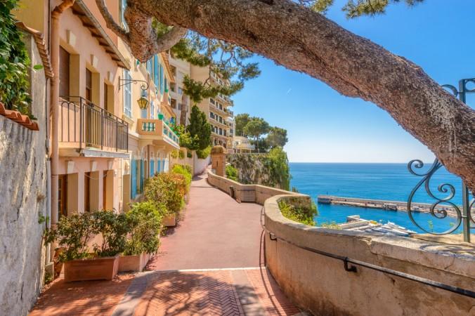 Monaco ist abseits der Rennstrecke in den kleinen Straßen entlang der Promenade wunderschön und absolut sehenswert (#3)