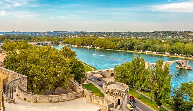 Städte wie Avignon und Orange locken mit historischen Bauwerken und einem spannenden Freizeitprogramm. Hier kommt die gesamte Familie auf ihre Kosten. (#04)