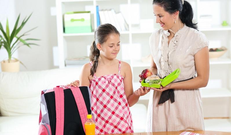Mutter sein heißt in diesem Alltag, Konsequenz an den Tag zu legen. Ist das Kind im Kindergarten abgegeben, geht es auf die Arbeit oder nach Hause.