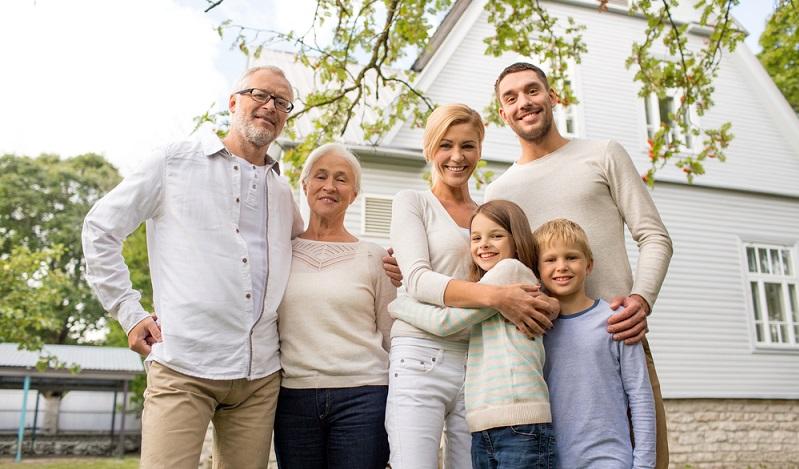 Bei der Veränderung der Altersstruktur ist es kein Wunder, dass immer mehr Menschen über das Konzept des Mehrgenerationenhauses nachdenken. (#04)