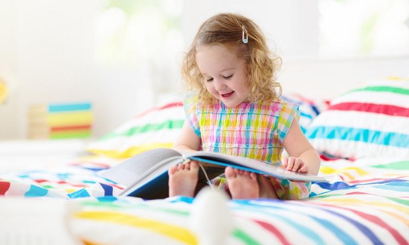Auch Renforcé-Bettwäsche besteht aus Baumwolle und zeichnet sich durch das glatte Material und die mittelfeine Struktur aus. ( Foto: Shutterstock-FamVeld)