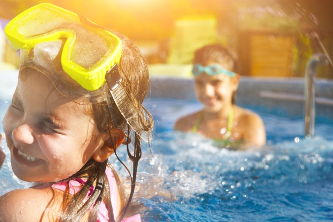 Wasser marsch! Poolvergnügen für die Kids gibt es beim Camping in Frankreich in Massen, einfach rein ins Wasser und los planschen! (#2)