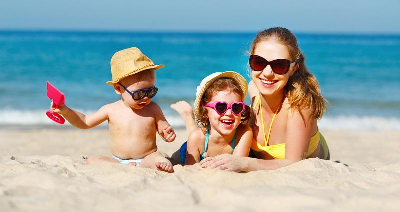 Mit Kindern zu reisen kann schön sein, aber es kann auch zu einer Zerreißprobe für die eigenen Nerven werden. (#03)