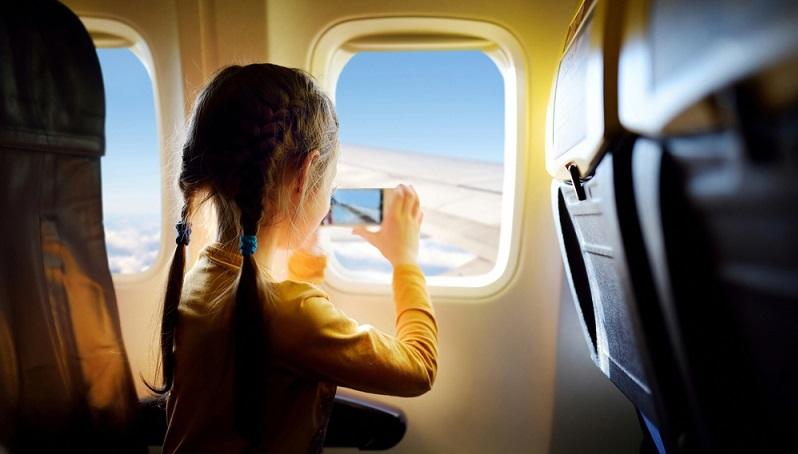 Flugreisen sollten mit Kindern nicht kategorisch ausgeschlossen werden, aber sie können durchaus anstrengend sein. (#01)