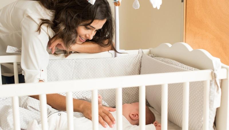 Nachdem wir oben Tipps für alle Altersstufen gegeben haben, ist es wichtig, einige Besonderheiten und spezifische Tricks sowohl bei Neugeborenen als auch bei Kleinkindern, zu kennen. Zuerst: Die Babys. (#04)