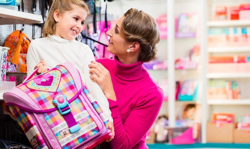 Insbesondere das Gewicht wird immer wieder betont, denn Grundschüler gehen häufig mit viel zu schweren Schultaschen in die Schule.