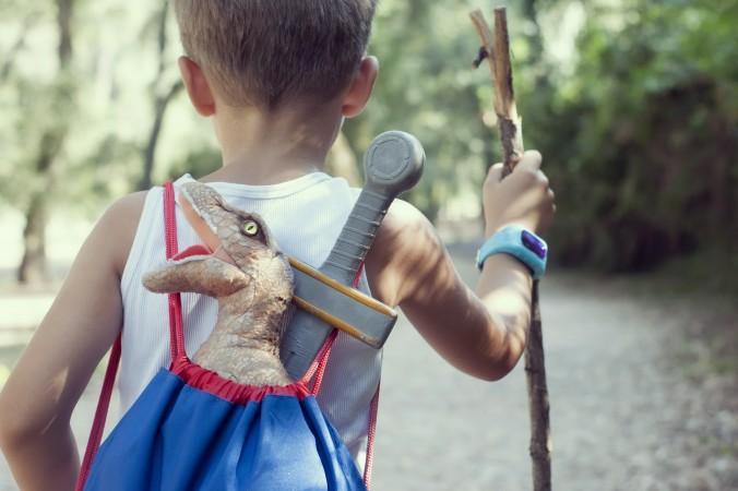 Das Kind hat sich beim Abenteuer im Walg verirrt und findet den Weg nicht mehr nach Hause? Mit der Smartwatch für Kinder (GPS Uhr) und ihrer integrierten Standortbestimmung können die Eltern ihr Kind, schnell und unverletzt, wieder in die Armen schließen. (#2)