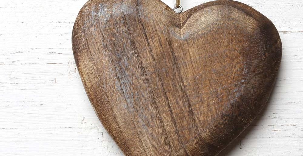 6. Tipp für Taufgeschenke: ein Herz aus Holz - nicht hart-, sondern warmherzig wünschen wir die künftige Umwelt des Kindes. Ein schönes Geschenk zur Taufe.