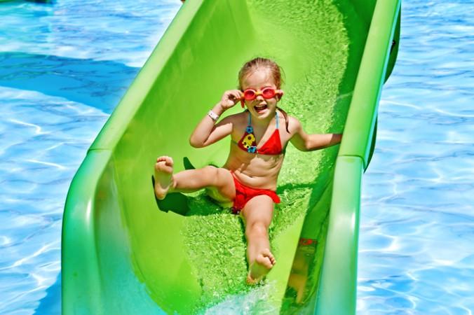 Waghalsige Rutschmanöver auf den Wasserrutschen machen nicht nur den Mädchen Spaß (#4)