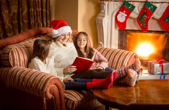 Für kleinere Kinder eignen sich besonders kürzere, lustige Weihnachtsgeschichten zum Lachen
