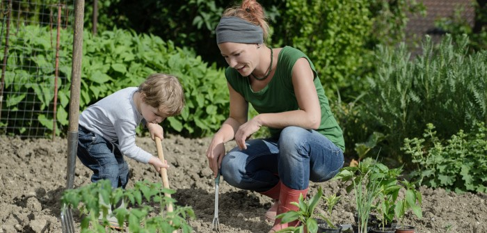 Gärtnern mit Kindern: Welche Pflanzen eignen sich dafür am Besten?