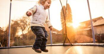 Kindertrampolin: Das Kindertrampolin hilft nicht nur beim Auspowern!