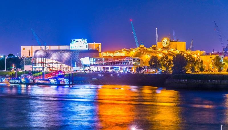 Hamburg ist nach New York und London der drittgrößte Musical-Standort weltweit. (#02)