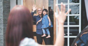 Wiedereinstieg nach Elternzeit: Das ist möglich bei Förderung, Umschulung, Weiterbildung (Foto: shutterstock - Odua Images)